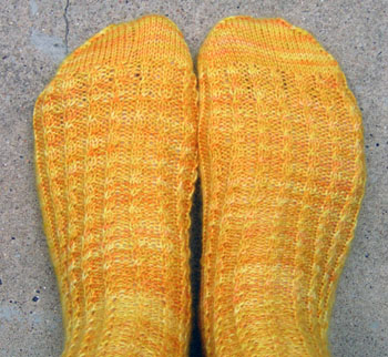 041_baby_cabled_rib_socks
